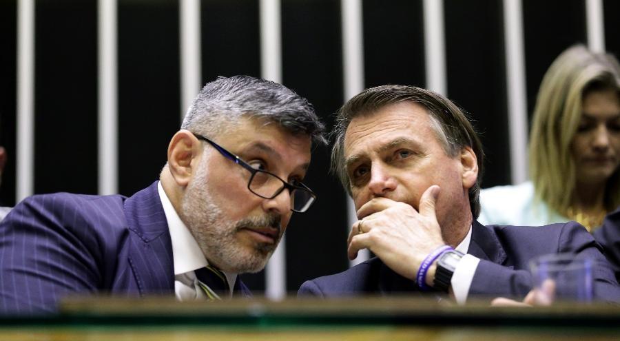 Frota protocola pedido de CPI para investigar caso Queiroz