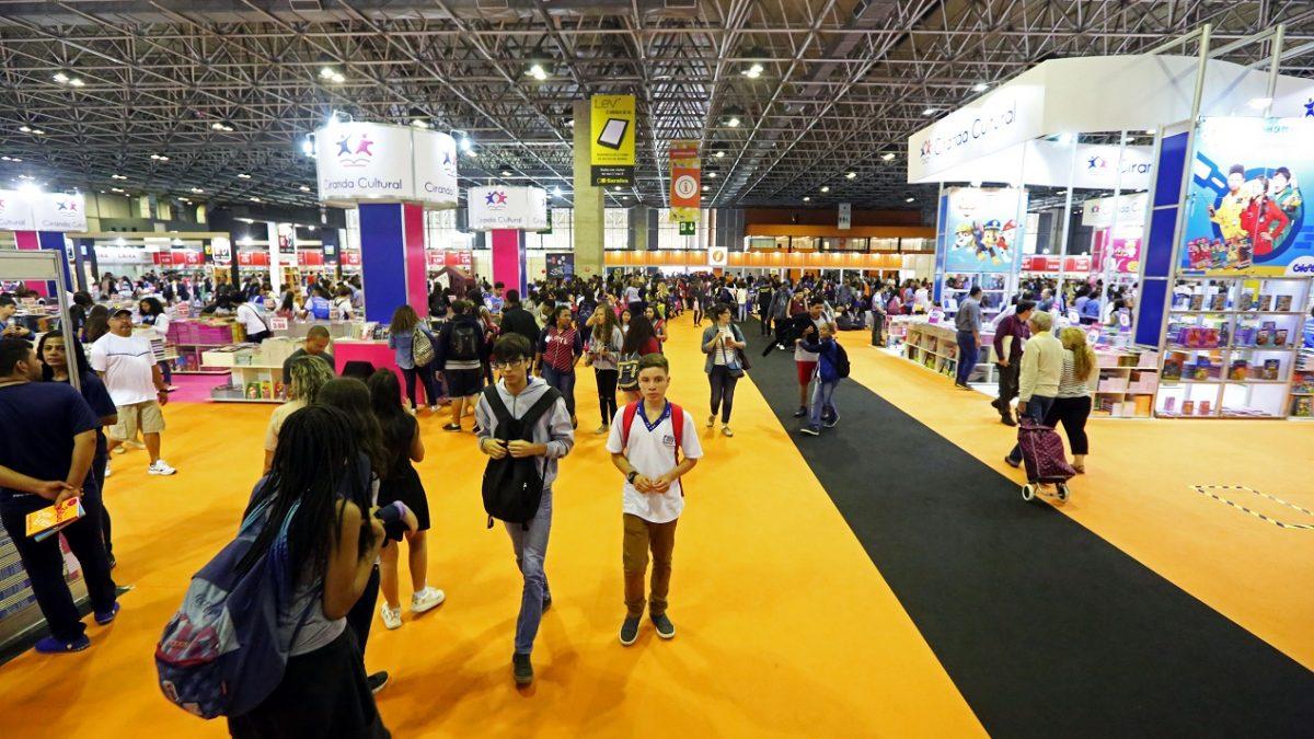 Governo do Rio leva 40 mil estudantes da rede estadual à Bienal 2019