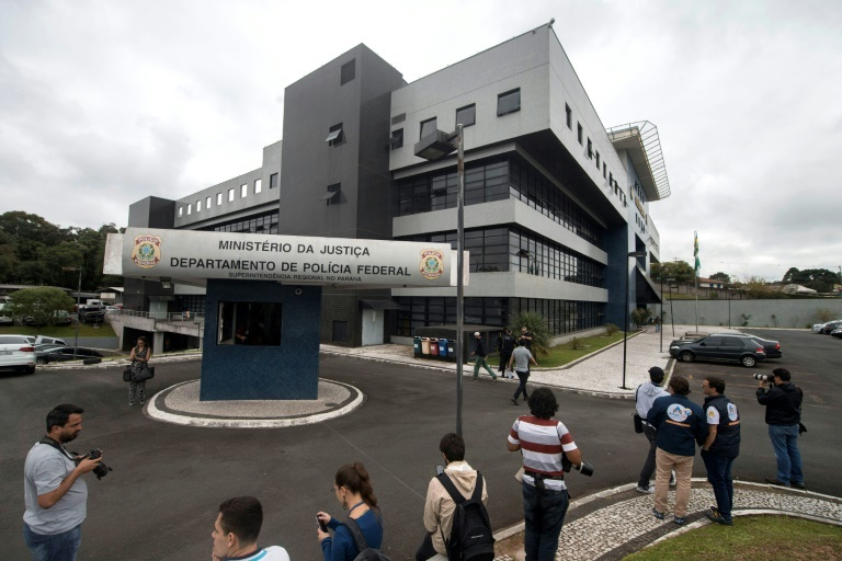Lula preso obriga PF a revezar agentes