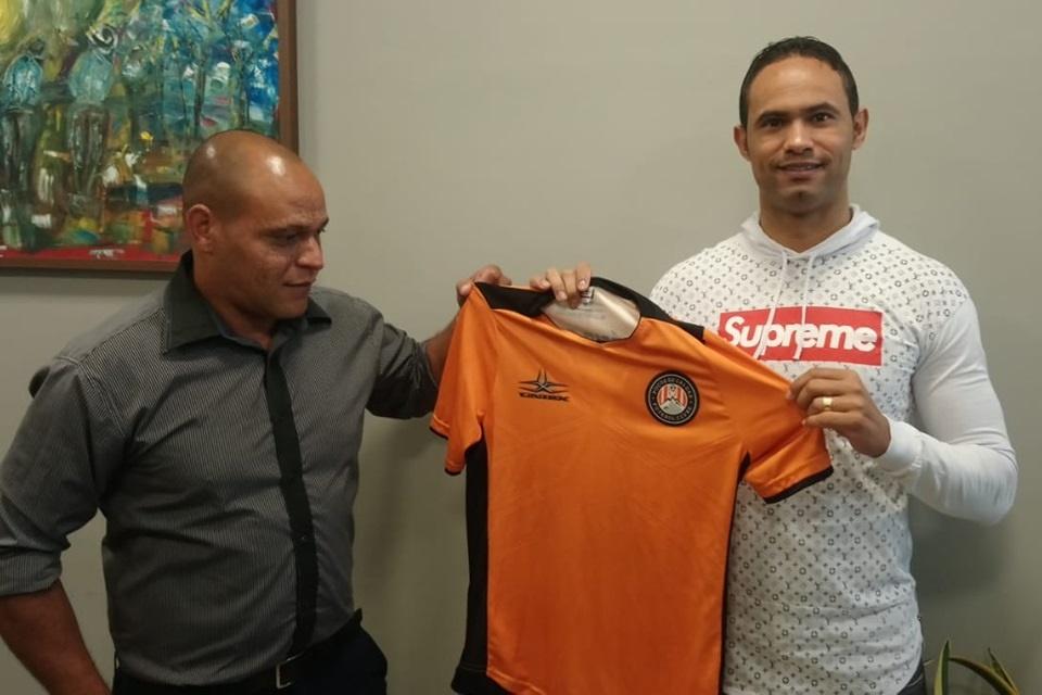 É oficial: Poços de Caldas FC anuncia contrato com o goleiro Bruno