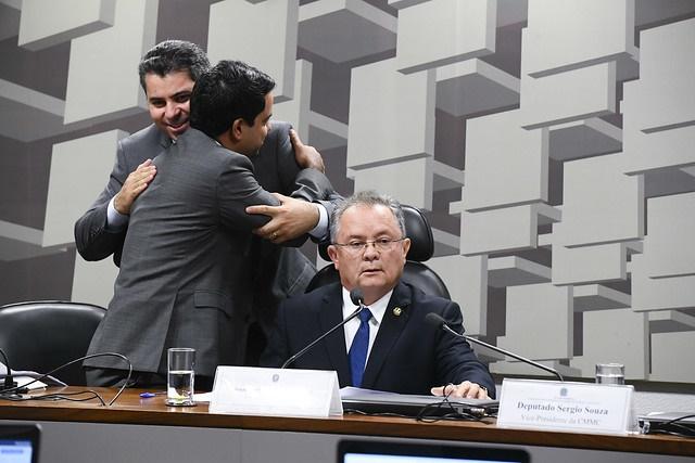 Ruralistas rompem acordo e tomam controle de comissão sobre queimadas na Amazônia