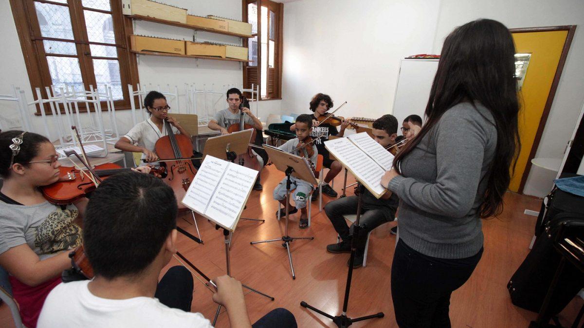Escola Villa-Lobos abre inscrições para cursos livres grátis de música