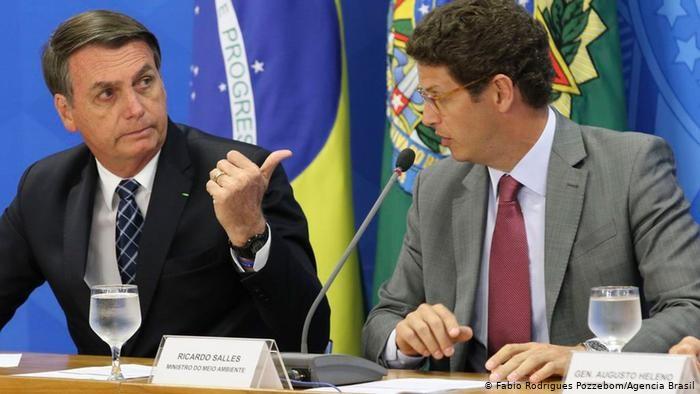 Bolsonaro convoca reunião de emergência para discutir queimadas