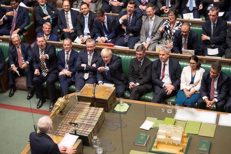 Parlamento britânico aprova lei que impede Brexit sem acordo