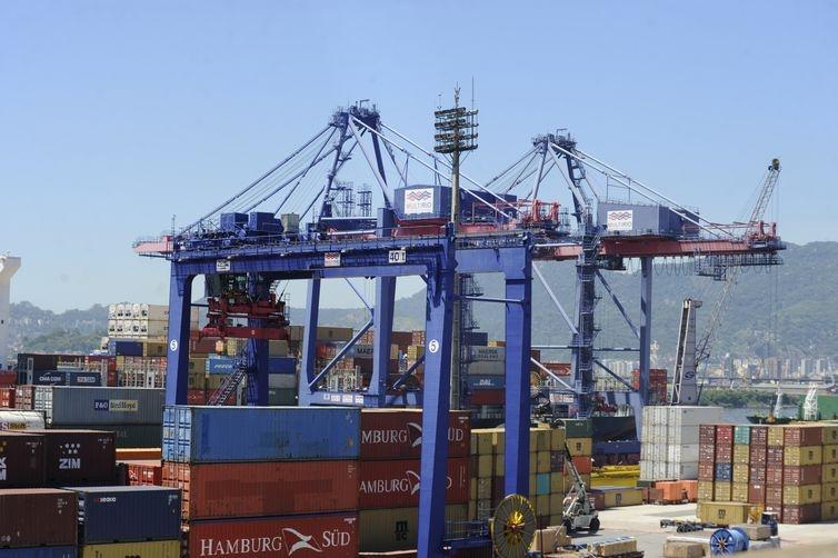 Para reaquecer economia, Rio muda tributação de produtos importados