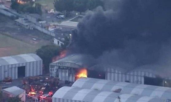 Incêndio atinge galpões de escolas de samba em São Paulo