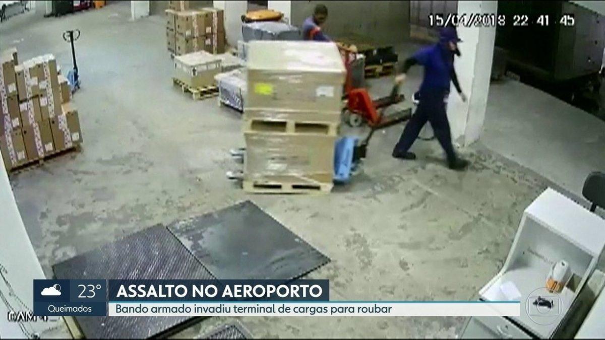 Criminosos invadem terminal de carga no Galeão