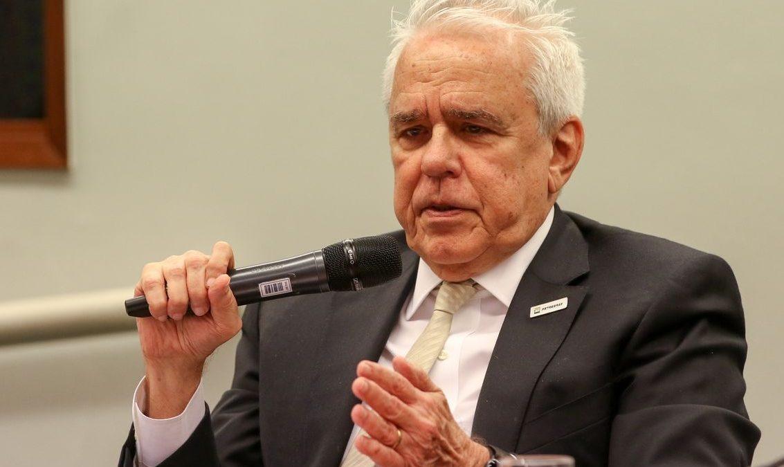 Desinvestimento visa fortalecer estatal, diz presidente da Petrobras