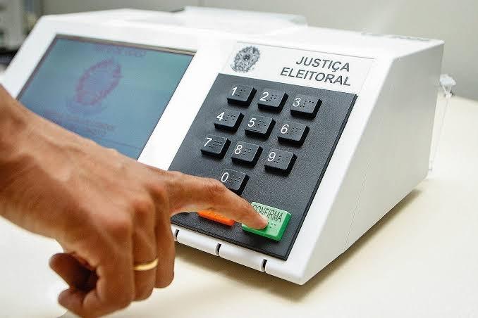 TRE-RJ cassa suplente por abuso de poder econômico e religioso