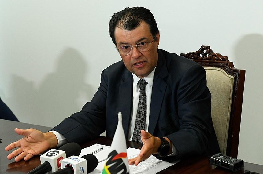 Eduardo Braga apresenta projeto que regulamenta aposentadoria por periculosidade