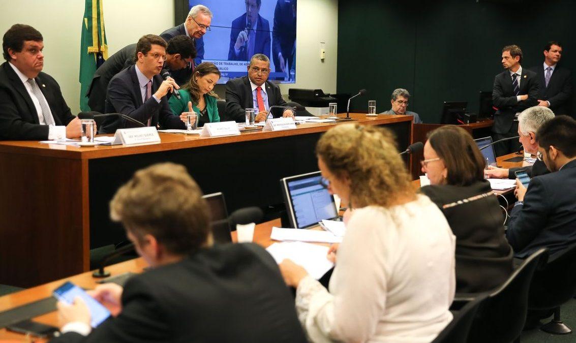 Governo agiu com cuidado para não afetar turismo, diz Salles