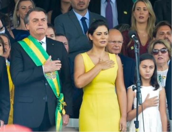 A história por trás do vestido amarelo de Michelle Bolsonaro