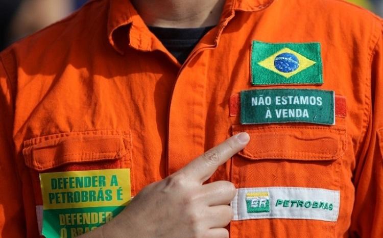 País que entrega seu petróleo, entrega também sua soberania (Getúlio Vargas)
