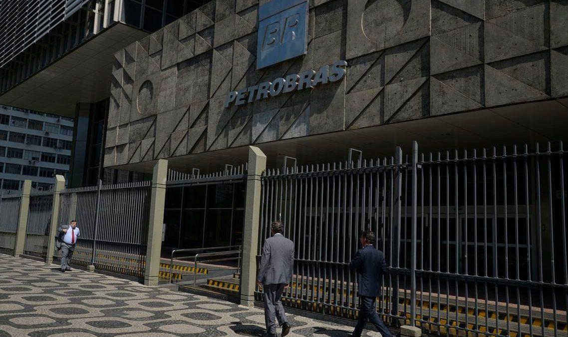 Empregados da Petrobras filiados à FUP paralisam atividades