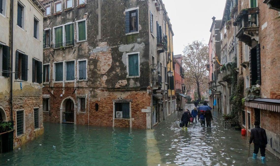 Veneza tem novo dia de maré alta; Florença e Pisa estão em alerta