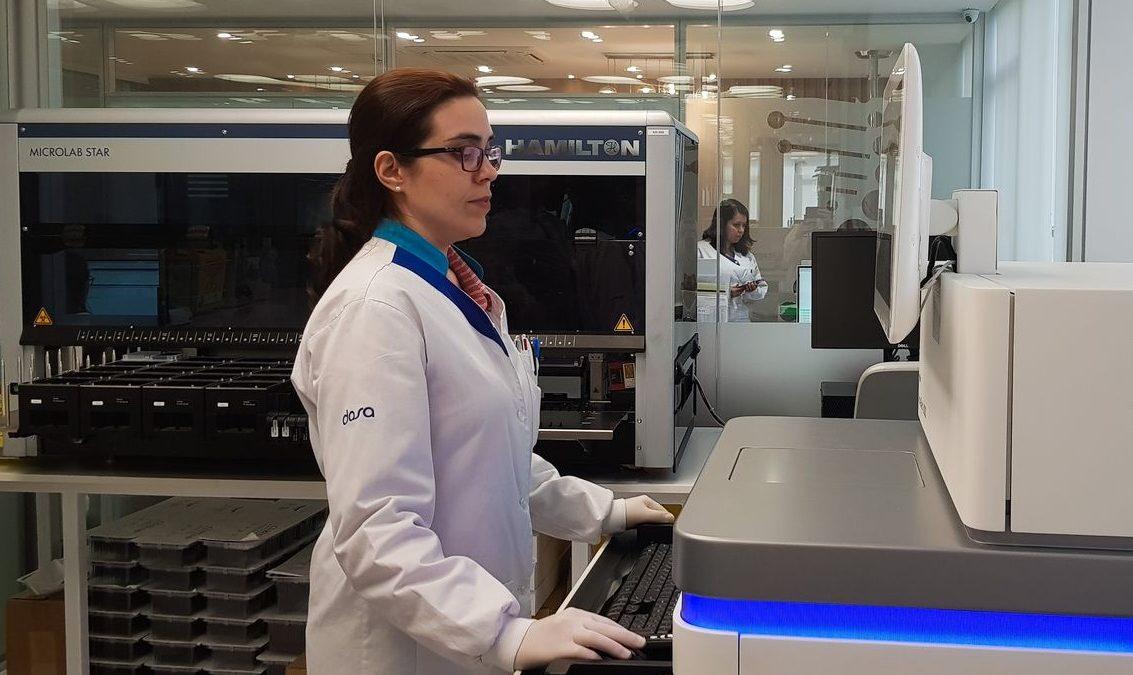Projeto liderado por brasileira mapeará genoma de 15 mil pessoas
