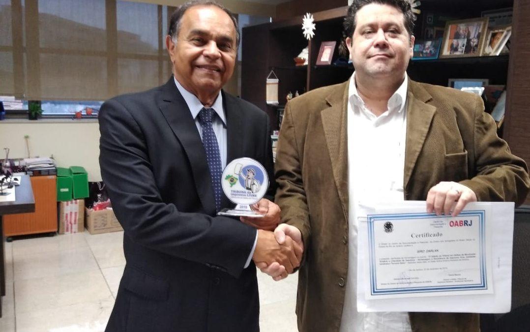Siro Darlan recebe prêmio por defender boas práticas sindicais e de imprensa; Assista à entrevista