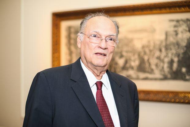 """Roberto Freire diz que sobrevivência dos partidos exige adaptação """"ao que acontece na sociedade"""""""