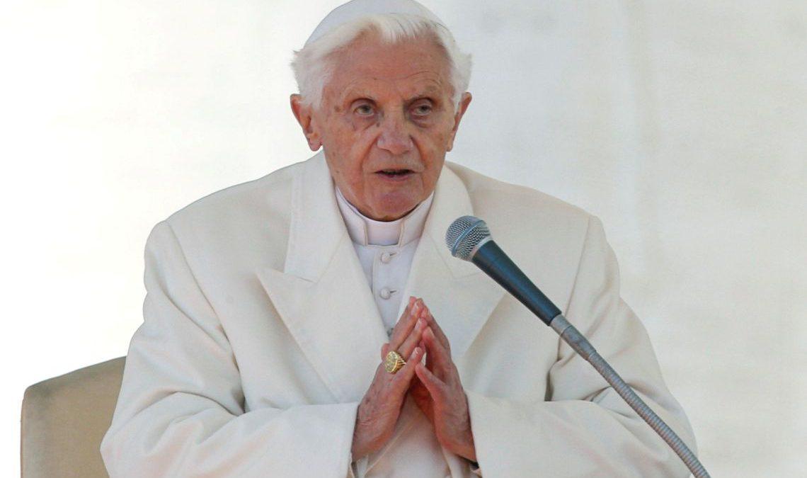 """Celibato: Bento XVI rejeita """"duas vocações ao mesmo tempo"""""""