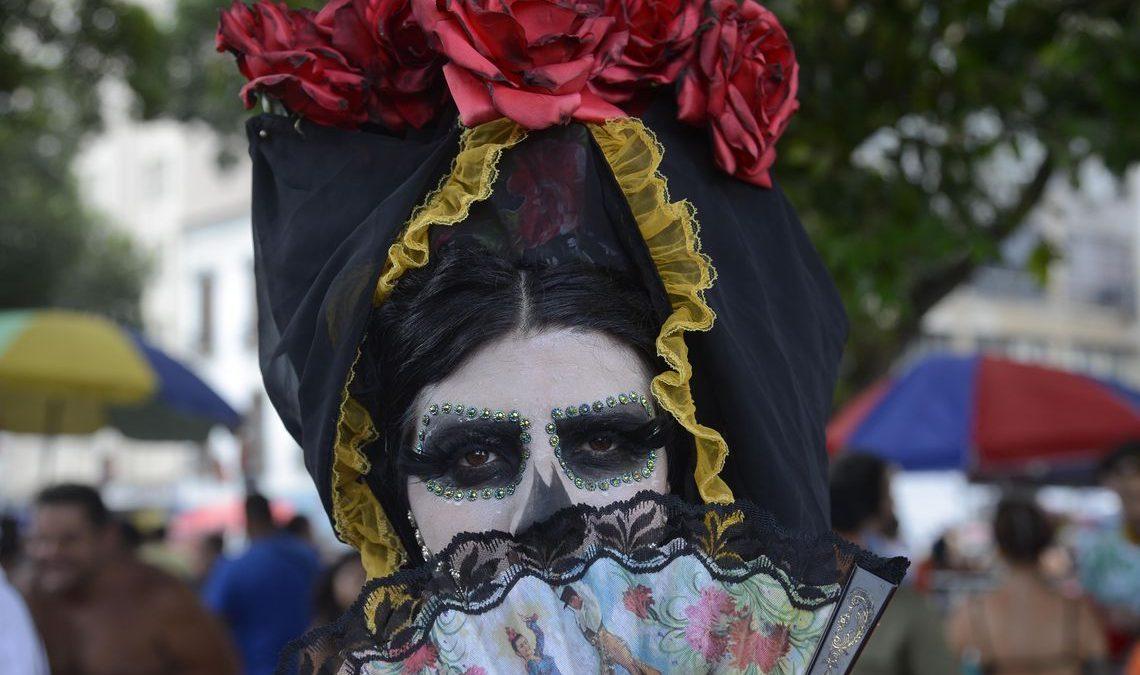 Blocos abrem carnaval não oficial no Rio de Janeiro