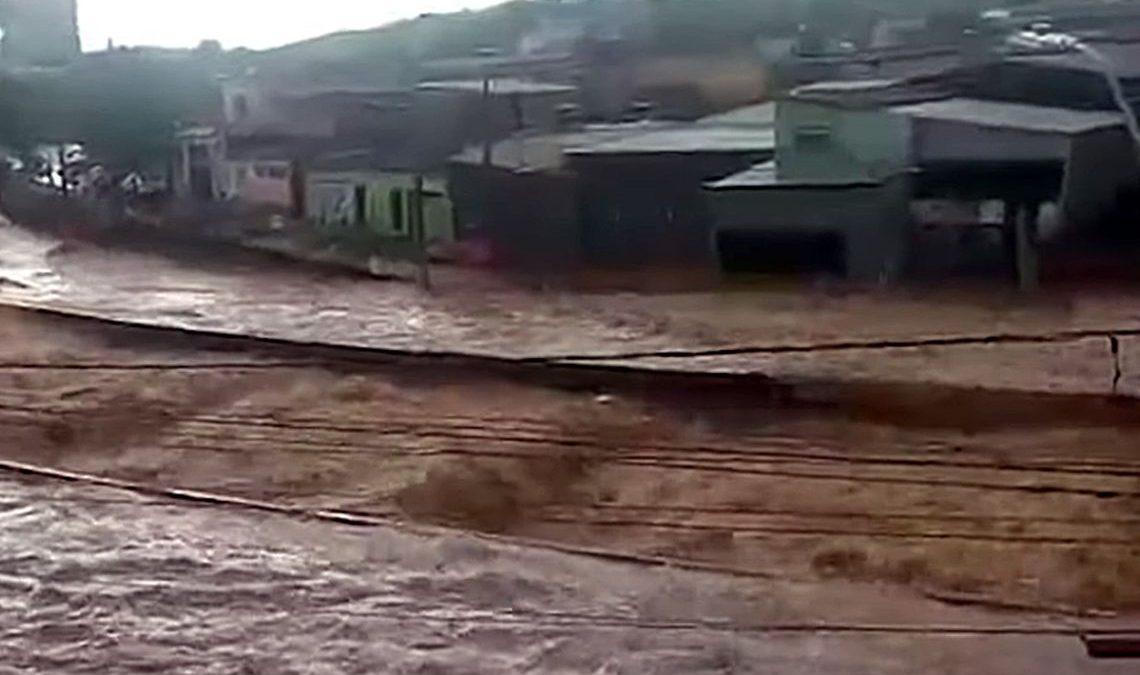 Governo disponibiliza R$ 90 milhões para regiões atingidas por chuvas; Já são 38 mortes em MG