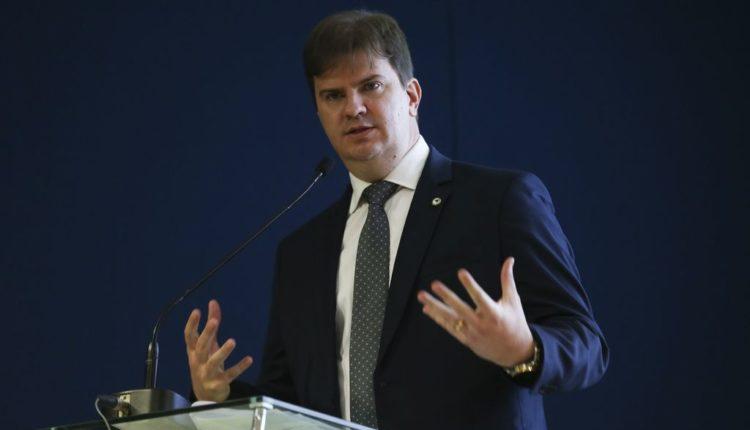 Centrão tenta tirar Canuto do Ministério de Desenvolvimento Regional