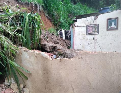 Homem morre soterrado em Petrópolis