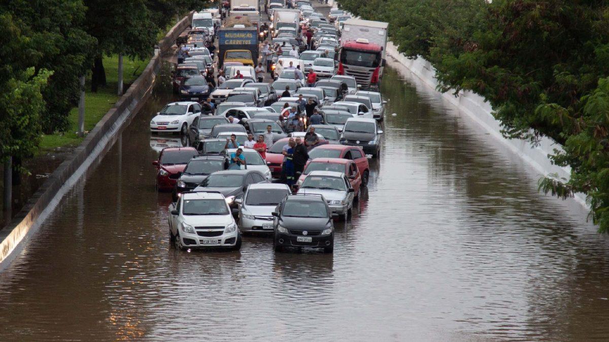 Desenvolvimento desordenado é uma das causas de enchentes em SP
