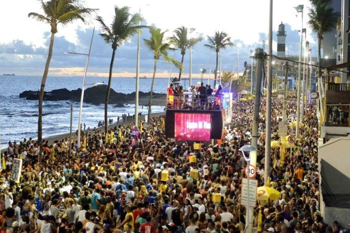 Sanitarista tranquiliza foliões sobre risco de coronavírus no carnaval