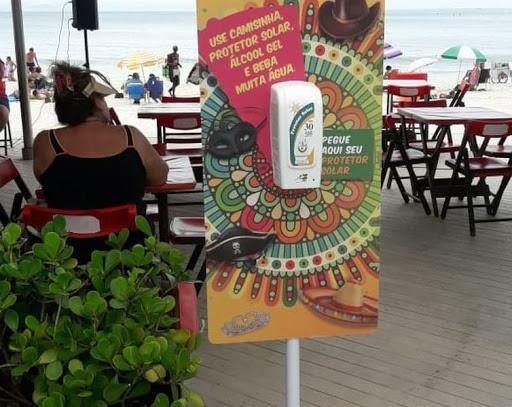 Carnaval: Rio distribui preservativos e álcool em gel para os foliões