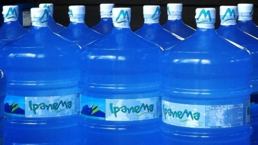 RJ: Vigilância interdita venda de água mineral com coloração alterada