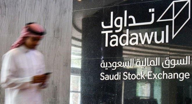 Colapso do preço do petróleo continua enquanto os sauditas pressionam por uma produção recorde