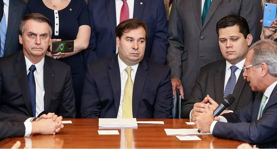 Maia e Alcolumbre querem reunião com Bolsonaro para resolver impasse das verbas