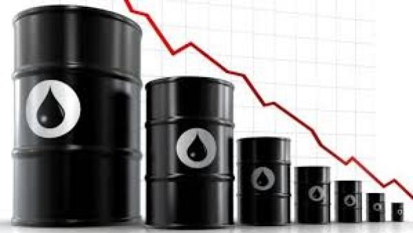 O petróleo aprofunda seu desastre e tem o menor valor de quase duas décadas