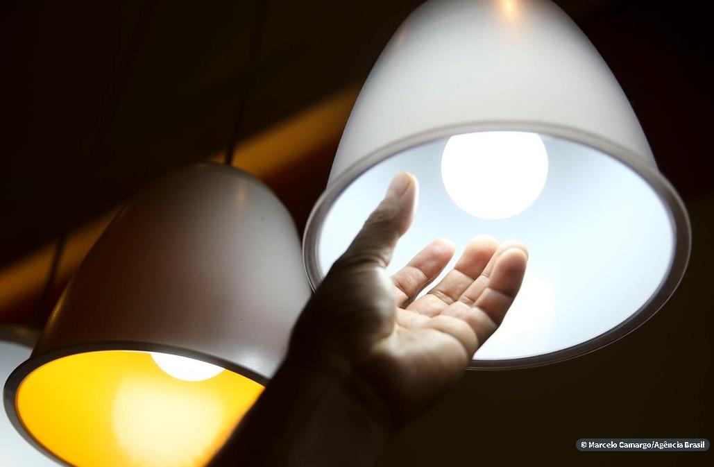 Fornecimento de luz, água e gás não pode ser interrompido no Rio