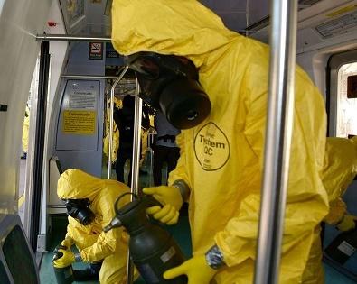 Militares fazem desinfecção de transportes (Marco Antônio Rezende/Prefeitura do RJ)