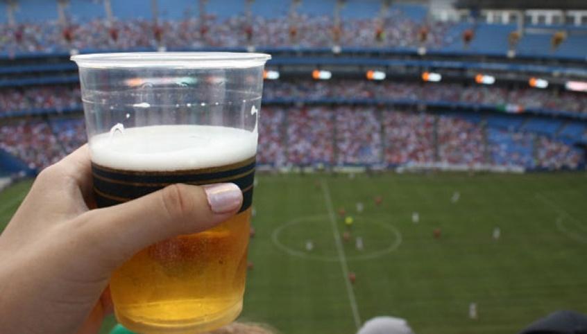 Lei estadual pode permitir venda de bebida alcoólica não destilada em estádios