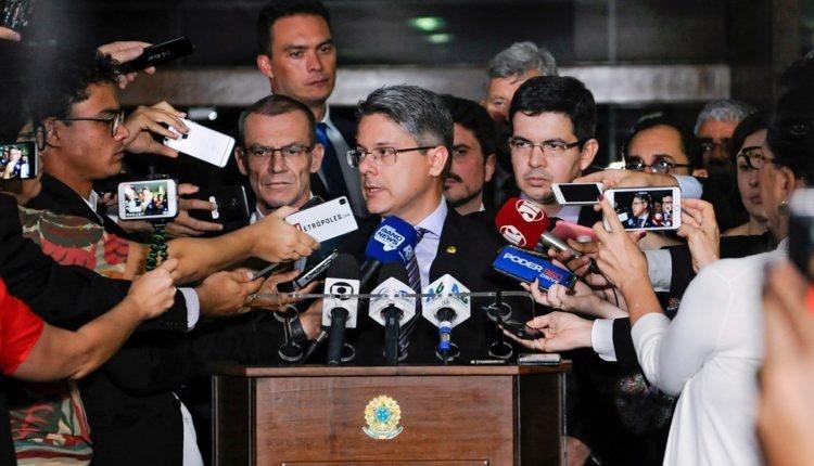 Senador entra com ação no STF para impedir votação do orçamento de guerra