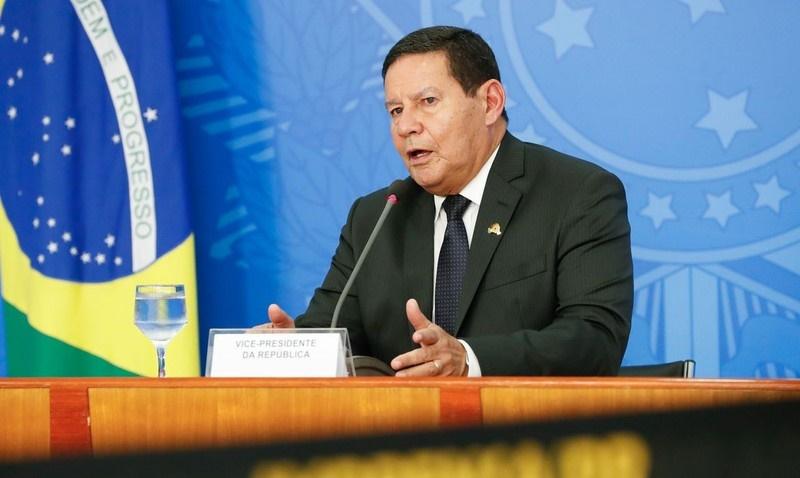 Para evitar posse de Mourão, emenda propõe eleições se Bolsonaro for derrubado