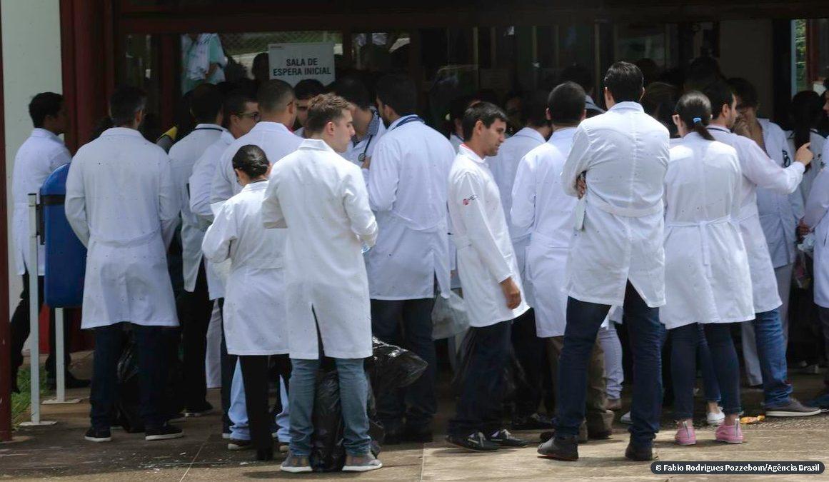 Governo chama profissionais de saúde para luta contra coronavírus