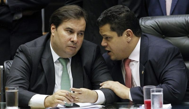 Para evitar ataques de militância digital, Maia e Alcolumbre silenciam sobre caso Moro-Bolsonaro