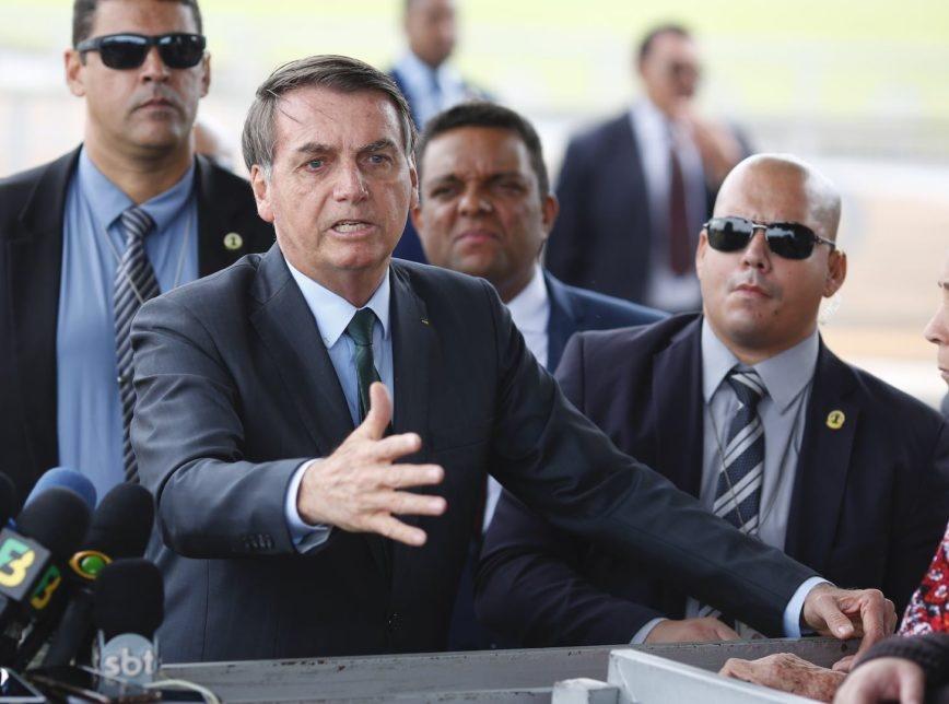 Bolsonaro manda repórter calar a boca e diz que não interferiu na PF