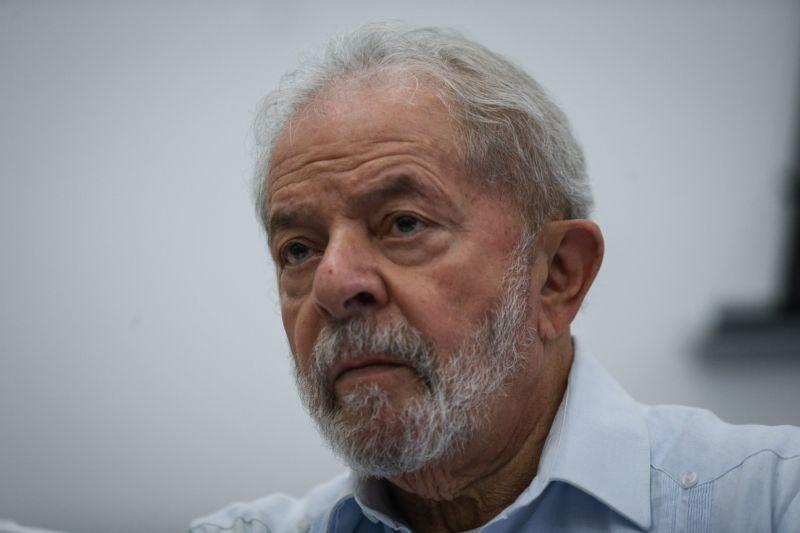 Defesa de Lula se baseia em briga de Moro e Bolsonaro e pede suspensão do julgamento de Atibaia