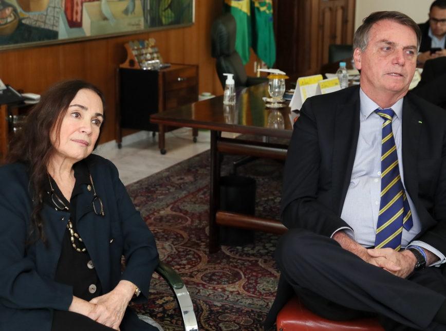 Regina Duarte se reúne com Bolsonaro e fica no governo