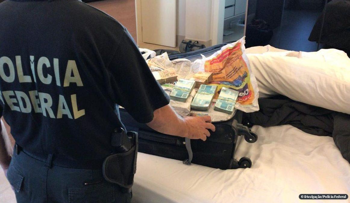 PF prende estelionatários que tentavam sacar auxílio emergencial