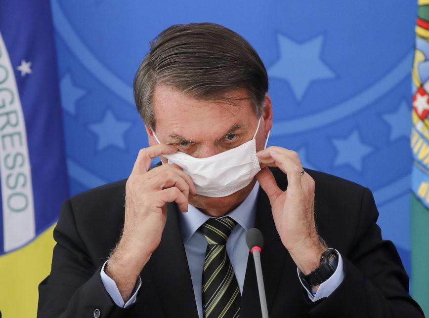 """Bolsonaro chama de """"fake"""" churrasco que anunciou na porta do Alvorada"""