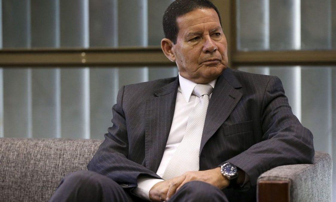 """Mourão avalia que """"toma lá, dá cá"""" com Centrão faz parte do processo de negociação com Legislativo"""