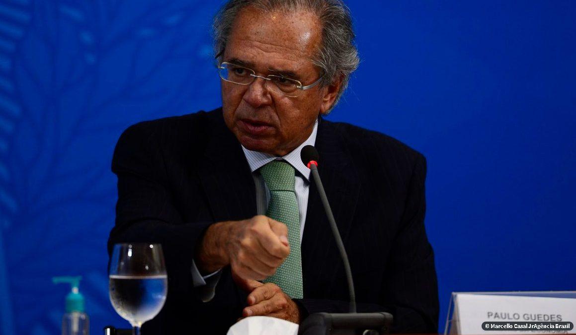 Guedes pede contribuição de servidores públicos para superar crise