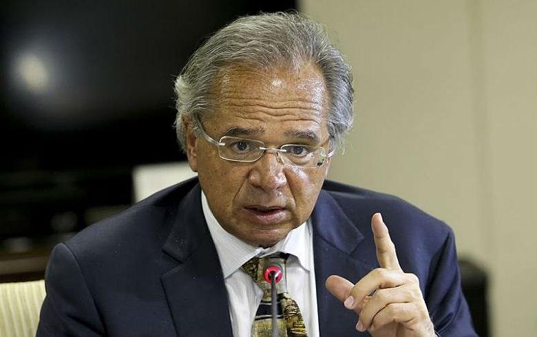 """Guedes diz que se deve """"vender logo a porra do Banco do Brasil"""" e servidores exigem retratação"""