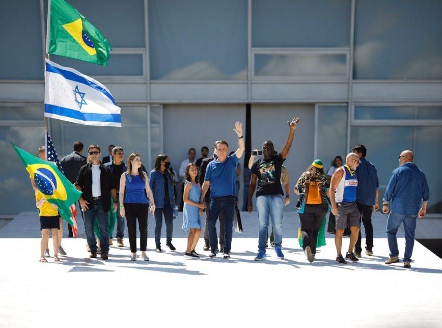 """""""Chegamos ao limite"""", diz Bolsonaro ao citar Forças Armadas para cumprir a Constituição"""